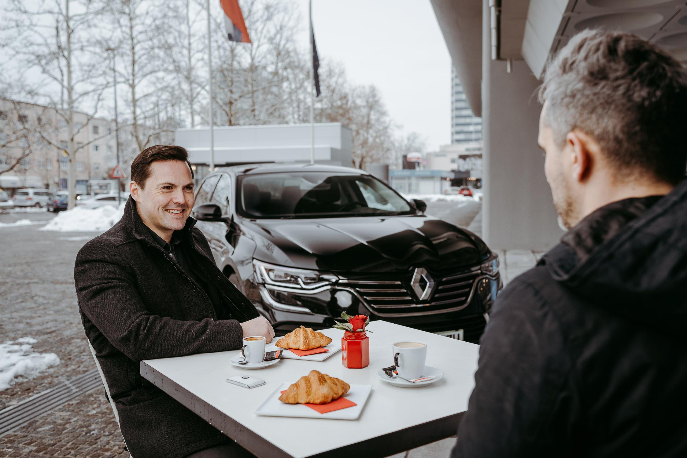 20180222 Tomi Češek Zebra Patisseries Renault Talisman City Magazine TK 13 1