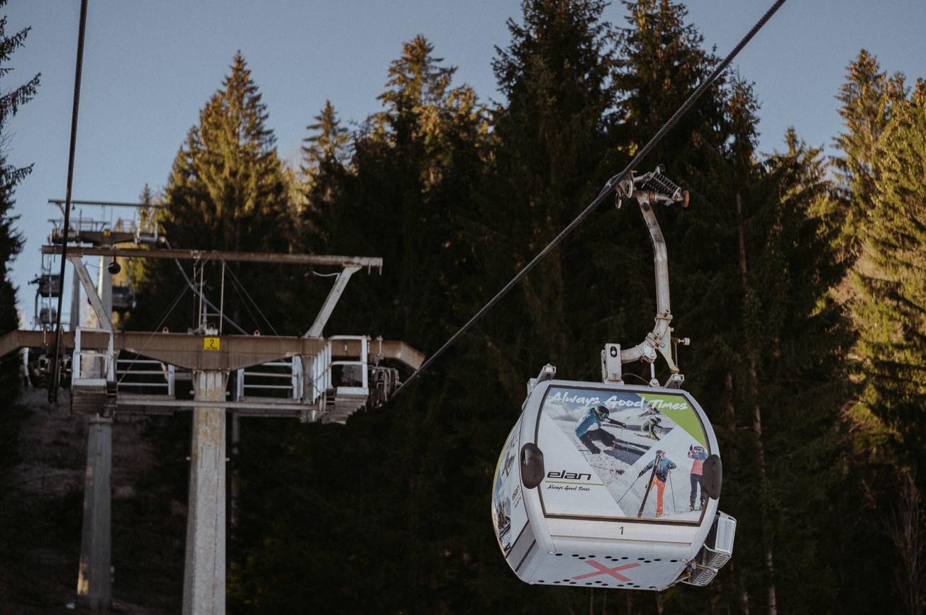 07 elan skis Svete Višarje skibus Monte Lussari skiing photographer
