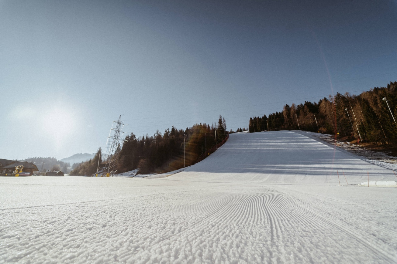 08 elan skis Svete Višarje skibus Monte Lussari skiing photographer