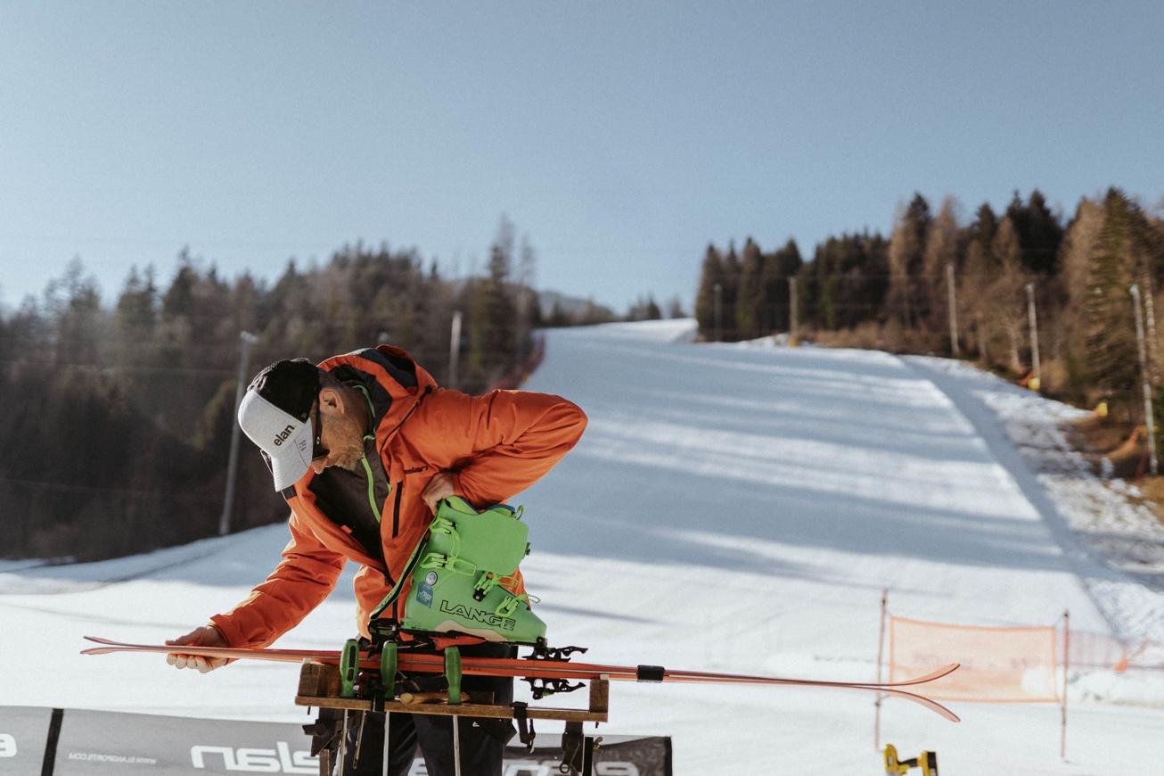 11 elan skis Svete Višarje skibus Monte Lussari skiing photographer