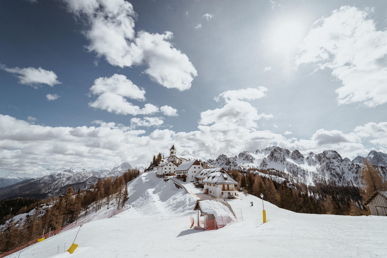 34 Svete Višarje Monte Lussari fotograf na snegu fotograf za smučanje